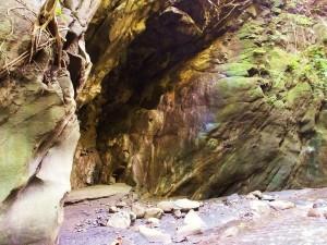 River cave, Moriya sot
