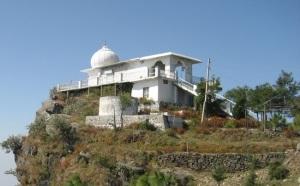 Temple of Bhuri Singh Deota atop Bhur-Singh-ki-Dhar